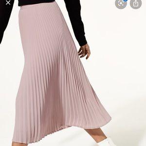 NWT Aritzia / Babaton Jude skirt